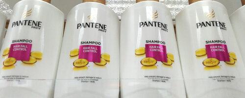 Etichete no label look
